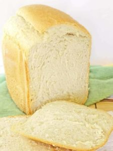 Bread Machine White Bread: a homemade bread that will replace any store-bought any day. Only 5 ingredients. | olgainthekitchen.com