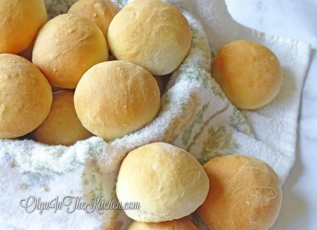 French Bread Buns: simple recipe, kid friendly, super delicious and you can enjoy it with anything – soup, jam, butter, by itself – you name it. | olgainthekitchen.com