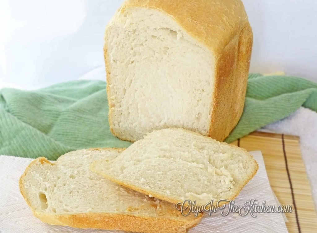 White Bread Machine Bread: a homemade bread that will replace any store-bought any day. Only 5 ingredients. | olgainthekitchen.com