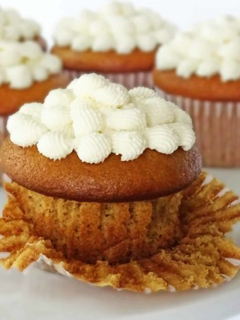Honey Cupcakes with Honey Frosting: sweet and so rich in taste - a great dessert for birthdays or any party. | olgainthekitchen.com