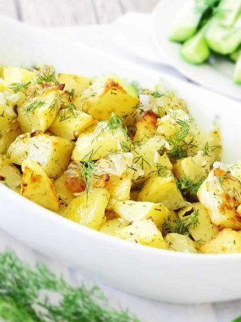 Quick Oven Roasted Potatoes: simple recipe with combo of dill and thyme herbs to bring out the flavor. | olgainthekitchen.com