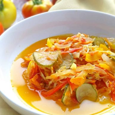 Pickled Autumn Salad (осінній салат): combo of fresh vegetables & fruits, marinated with sweet, salty and sour dressing. | olgainthekitchen.com