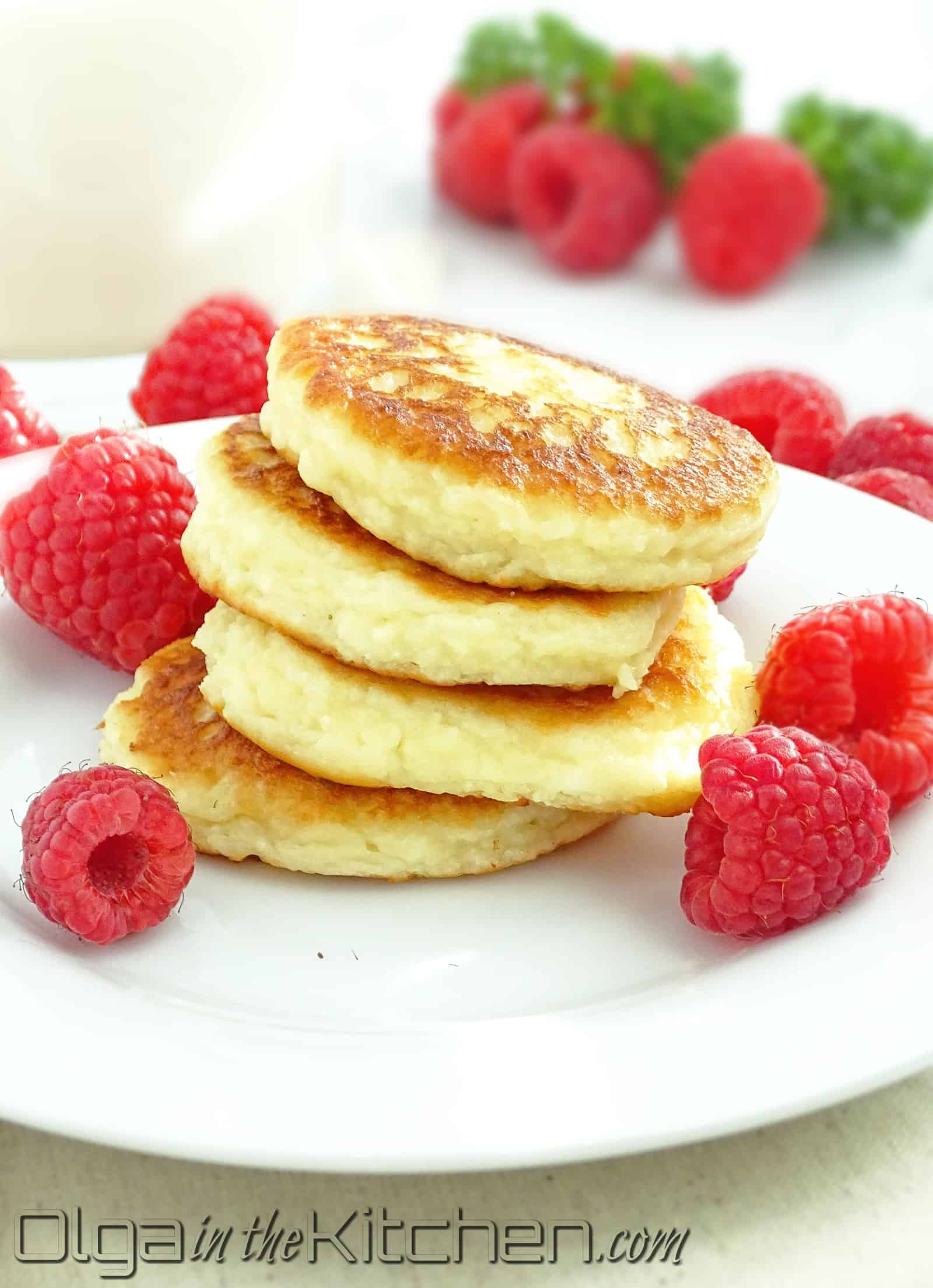 Cheese Pancakes (sirniki): slightly sweet, fluffy, bite-size delicious goodness for breakfast. | olgainthekitchen.com