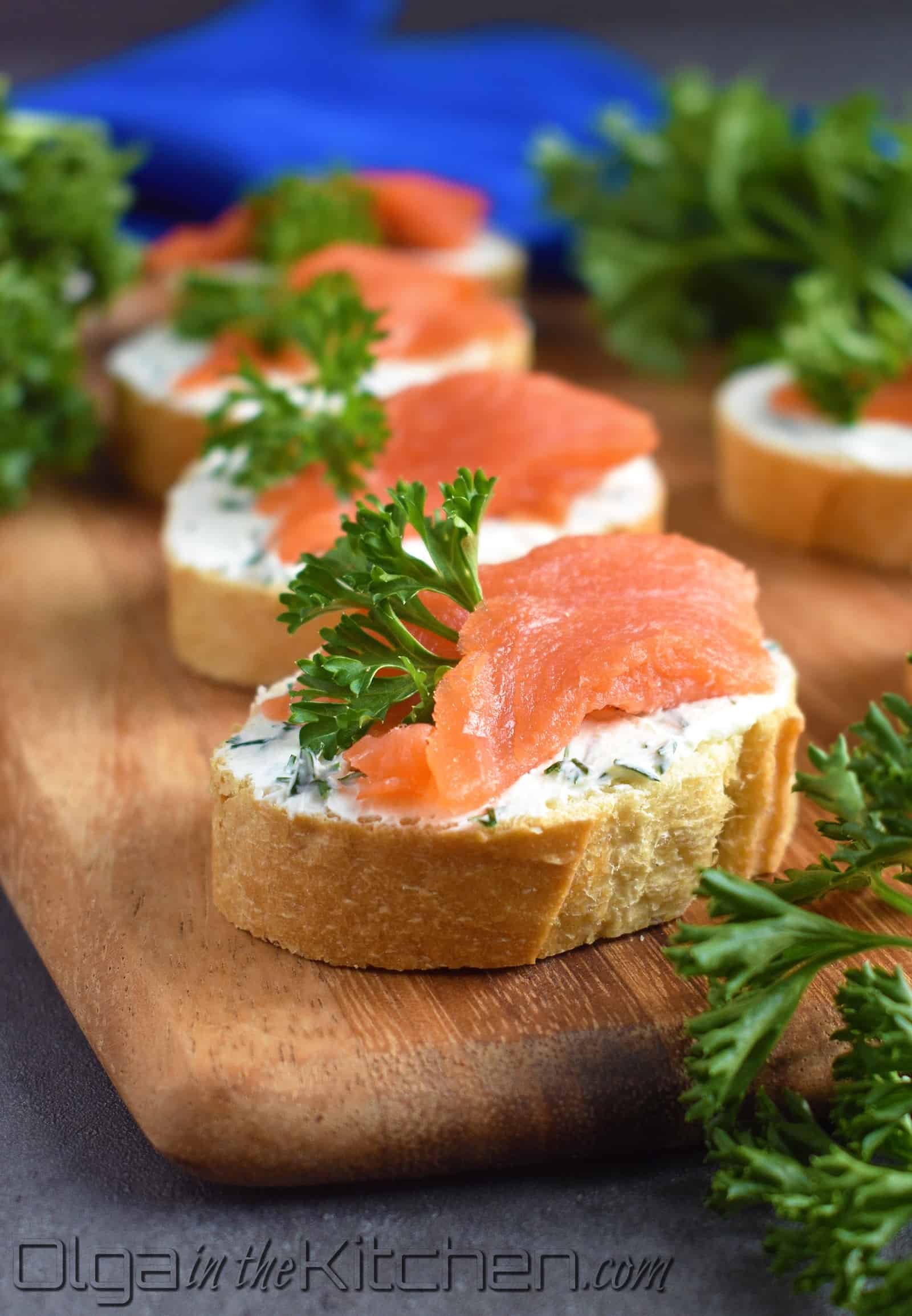 Smoked Salmon Cream Cheese Tea Sandwiches: elegant, delicious and simple treat to wow the crowd at major gatherings! | olgainthekitchen.com