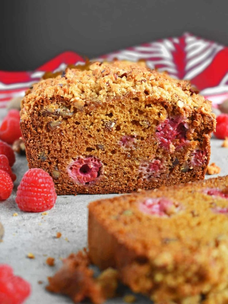 Raspberry Pecan Honey Bread: incredibly moist, loaded with fresh raspberries, pecans and honey for richness and sweetness. Topped streusel! | olgainthekitchen.com