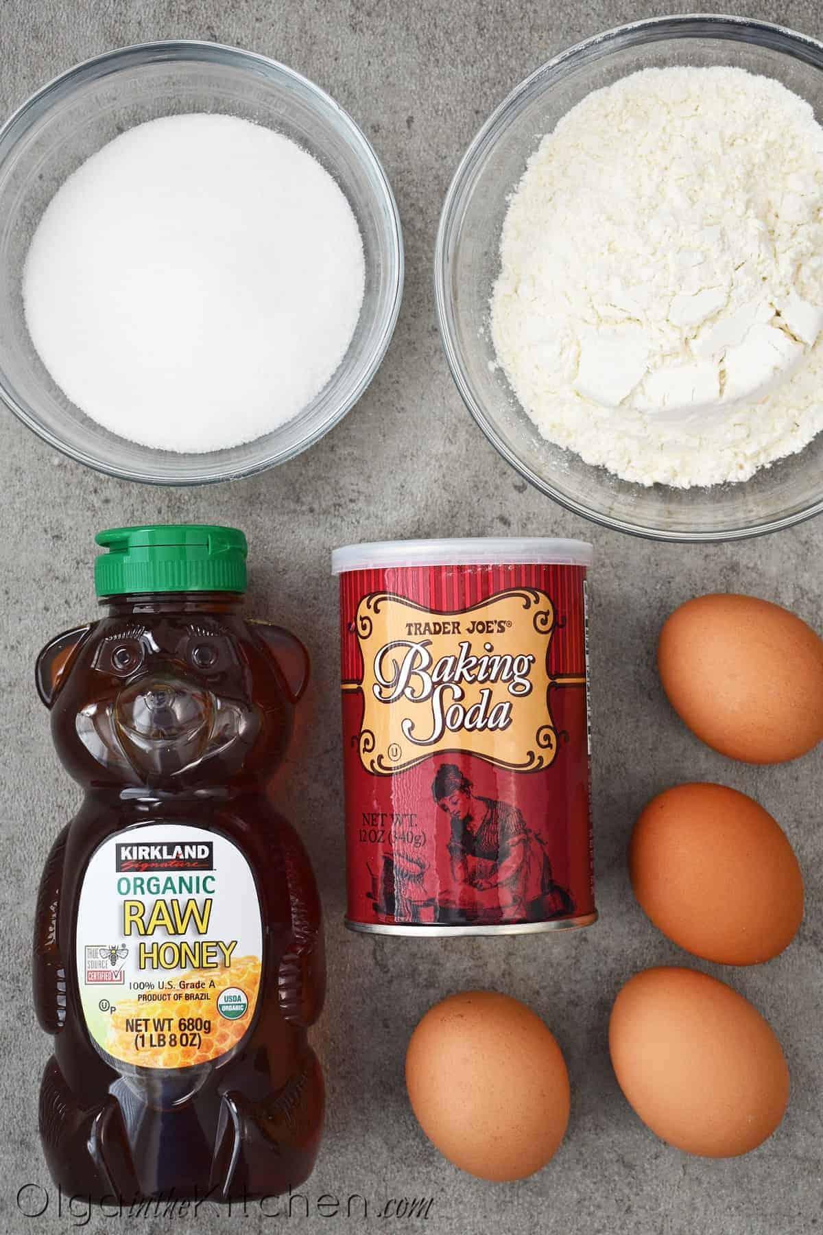honey cake roll ingredients
