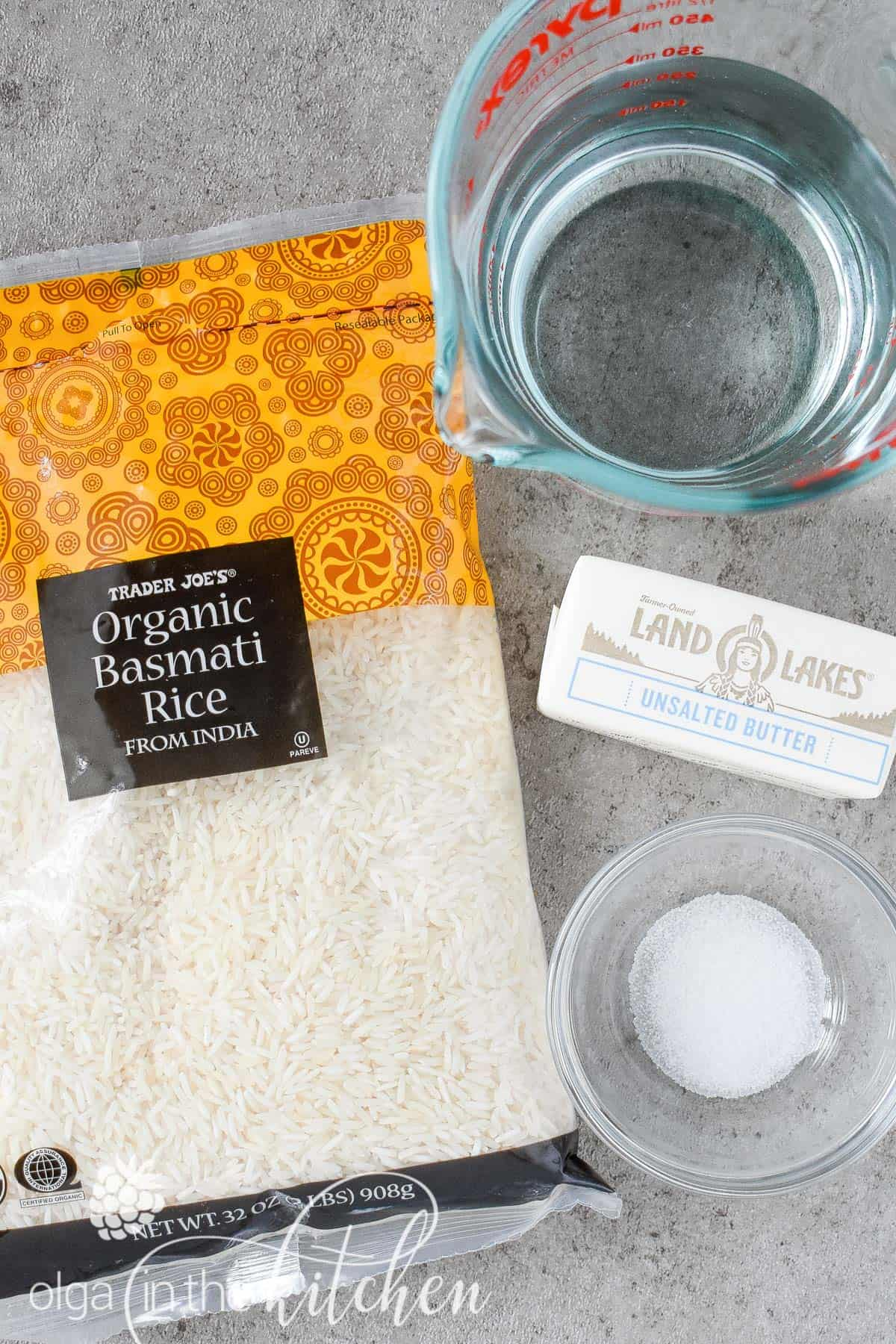 Learn how to cook perfect rice every time. This is our go-to simple, but reliable stove-top method of How to Cook White Rice to achieve perfectly tender and fluffy texture every time. #howtocookrice #whiterice #longgrainrice #basmatirice #jasminerice #olgainthekitchen #rice #sidedish #howto