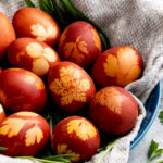 An easy guide to achieve rustic-looking Natural Easter Eggs using onion skins and fresh herbs. It's a creative and meaningful activity to do as a family the day or night before Easter day.